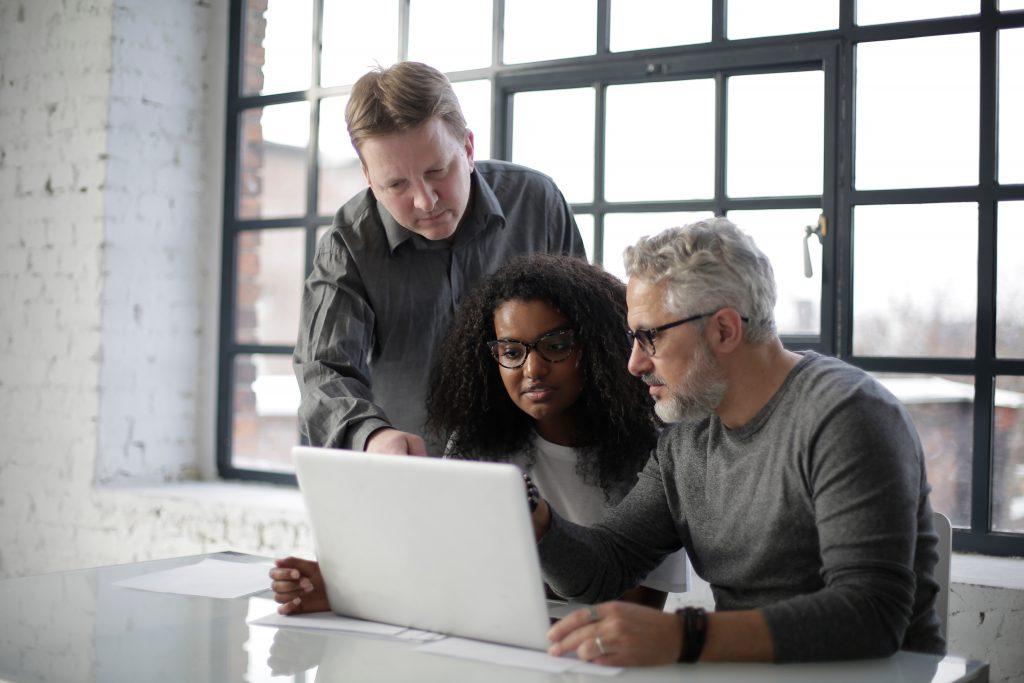 Język angielski w biznesie – dlaczego tak ważna jest doskonała znajomość tego języka?