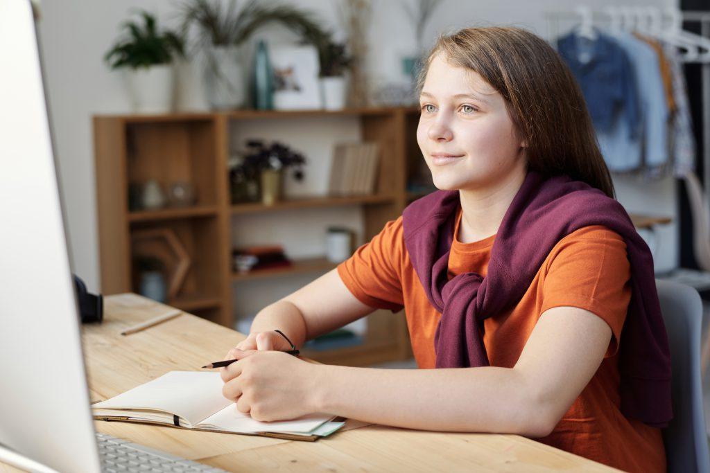 Zalety kursu językowego online
