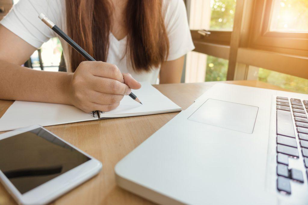 Dlaczego warto kontynuować naukę języka w wakacje?